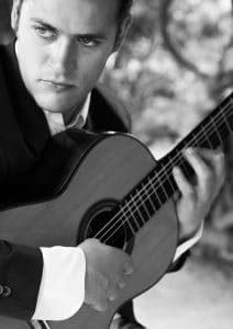 Bruno Allen, professeur de guitare et de théorbe au stage de musique Accordissimo